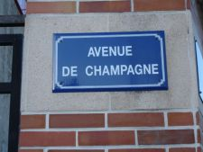 Avenue-de-Champagne-sign225